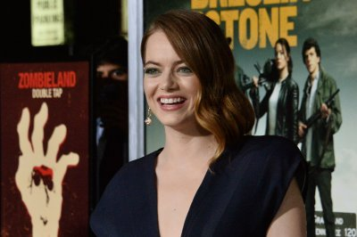 Emma Stone denies she broke shoulder at Spice Girls concert
