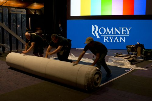 Obama, Romney push for finish line
