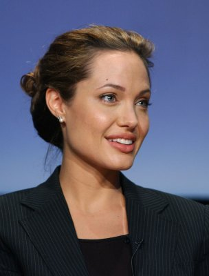 Angelina Jolie marks 3rd anniversary of Syrian conflict