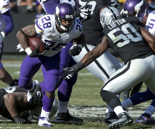 Adrian Peterson's 203-yard day helps Vikings defeat Raiders