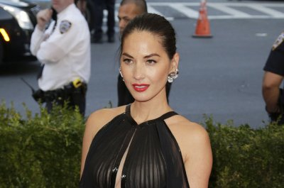 Olivia Munn calls out reporter for Aaron Rodgers slump remarks