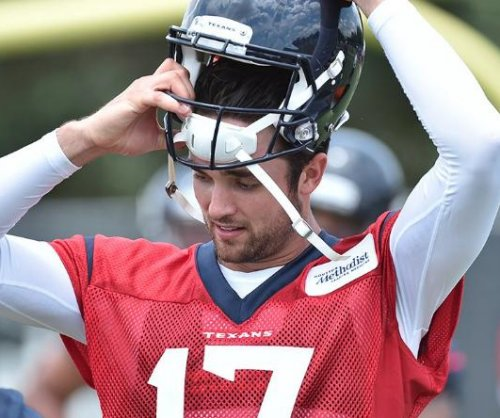 Houston Texans: Brock Osweiler and DeAndre Hopkins developing rapport on the field