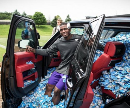 Minnesota Vikings fill rookie's car with fruit snacks