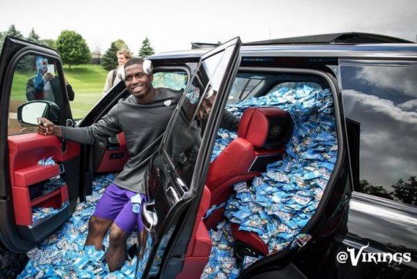Minnesota Vikings fill rookie's car with fruit snacks ...