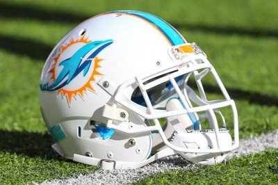 Dolphins re-sign T Young
