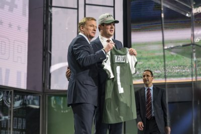 Sam Darnold impresses teammates but will start Jets' camp as No. 3 QB