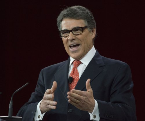Rick Perry: Guns should be allowed in movie theaters
