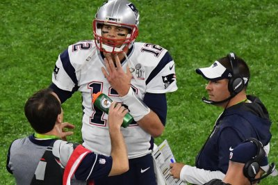 Josh McDaniels to stay with Patriots