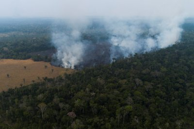 Brazil deploys troops to battle Amazon rainforest fires
