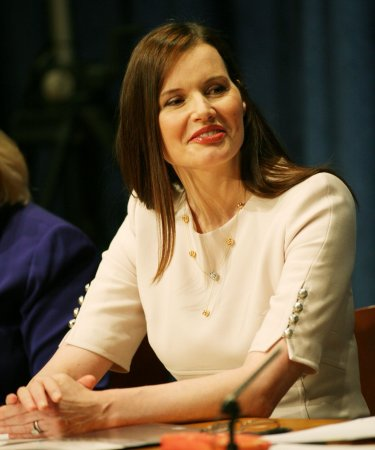 Geena Davis to play bounty hunter in TNT drama pilot