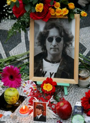 Browne, Mann to perform at Lennon tribute
