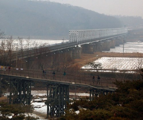 South Korea mulls North Korea rail, gas pipeline projects
