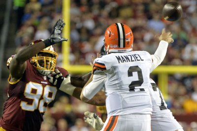 Johnny Manziel says he's signing with CFL