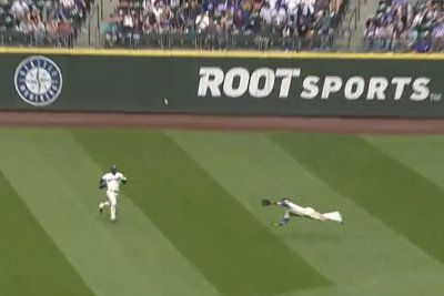 Seattle Mariners' Mitch Haniger makes sprawling game-ending catch
