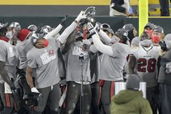 Buccaneers beat Packers as Tom Brady advances to 10th Super Bowl