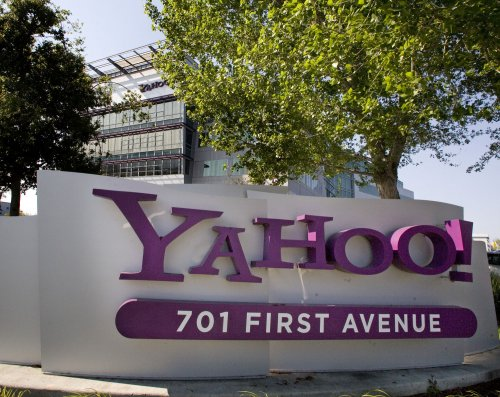 Yahoo! shares jump on bid reports