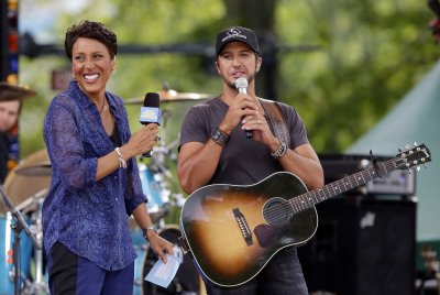 ABC denies hyping Robin Roberts' cancer