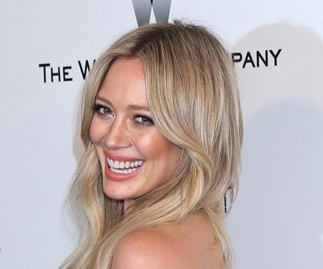 Hilary Duff shows off toned figure in Hawaii