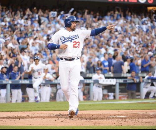 Adrian Gonzalez's two-run single lifts Los Angeles Dodgers past New York Mets