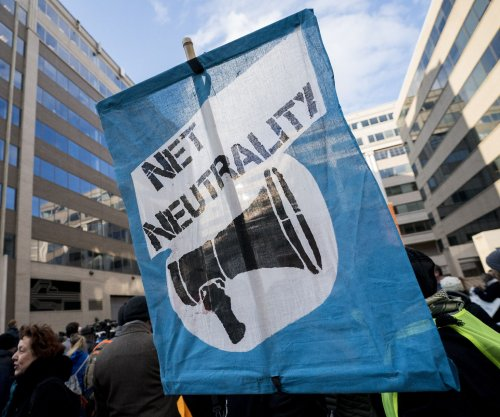 FCC votes to scrap Obama-era net neutrality rules
