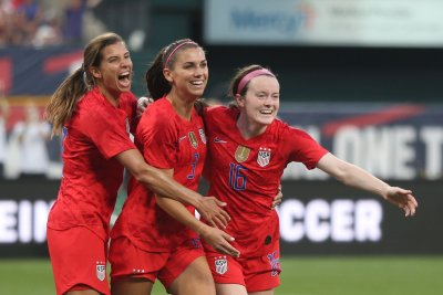 Carli Lloyd, U.S. Women's National Team dominate New Zealand in soccer friendly