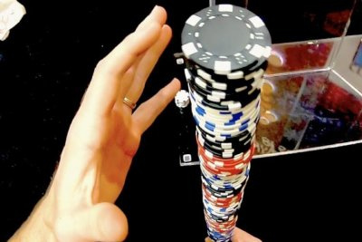 Idaho man recaptures poker chip stacking Guinness record