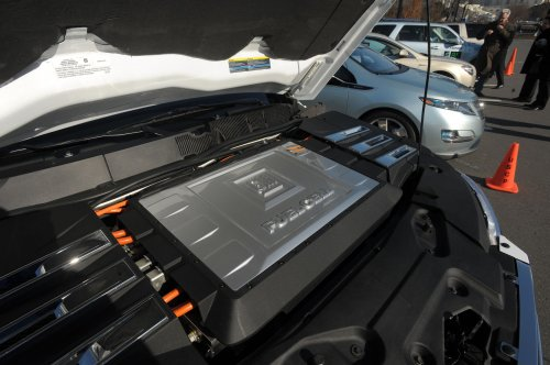 GM says hydrogen power needs funding