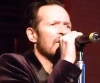 Scott Weiland gives a bizarre performance of