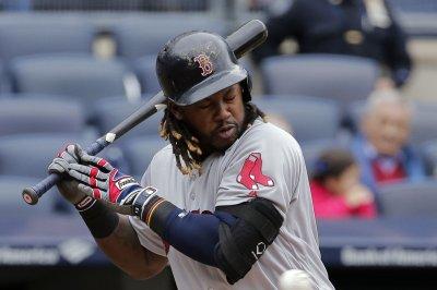 Hanley Ramirez, Travis Shaw homers help Boston Red Sox, Rick Porcello win