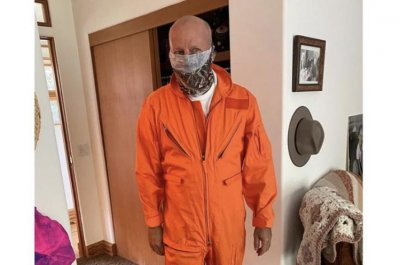 Bruce Willis wears 'Armageddon' jumpsuit in new photo