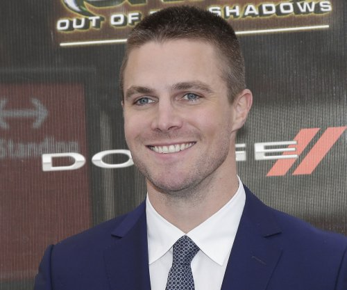 'Arrow' star Stephen Amell puts new spin on Casey Jones hero in 'Ninja Turtles'