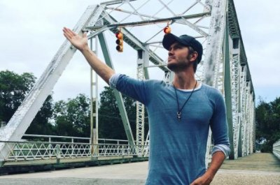 Chad Michael Murray visits bridge from 'One Tree Hill'