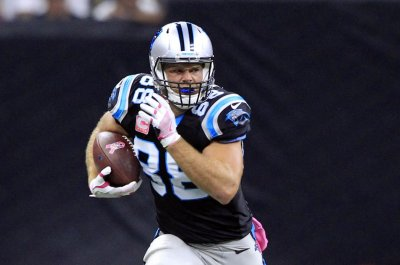 Carolina Panthers TE Greg Olsen to see foot specialist after aggravating injury
