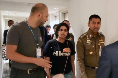 Canada OKs asylum for Saudi teen fleeing family