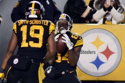 Raiders' Antonio Brown attacks Steelers' JuJu Smith-Schuster on social media