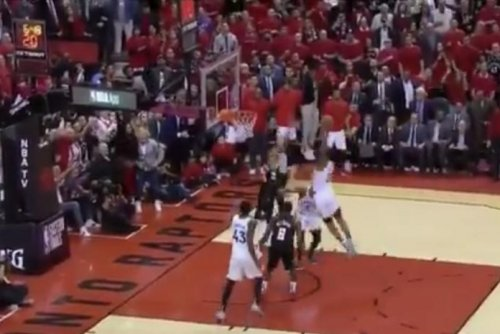 Kawhi Leonard delivers emphatic dunk over Giannis
