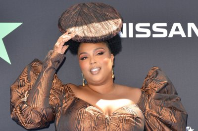 Lizzo performs on 'Today,' calls Missy Elliott a 'friend'