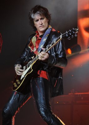 Report: Joe Perry home after bike mishap