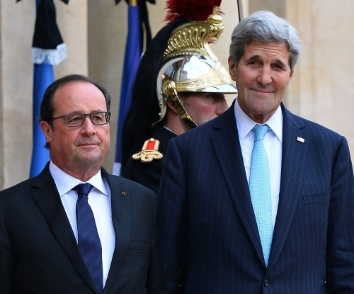 Kerry meets with Hollande, vows 'greater pressure' on Islamic State