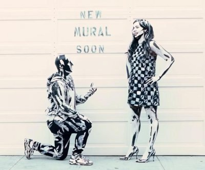 Man proposes while participating in a 'live mural'