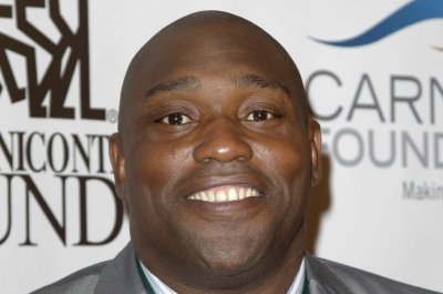 Warren Sapp 'attacked' by shark while lobstering