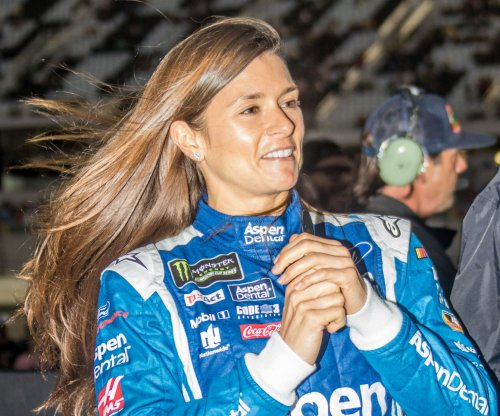 Danica Patrick has feelings hurt by booing fans