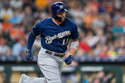 Mike Moustakas agrees to four-year, $64 million deal with Cincinnati Reds