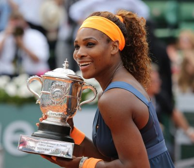 Serena Williams reaches third round at Rogers Cup