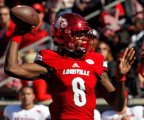 Top 25 roundup: Lamar Jackson, No. 17 Louisville topple UNC