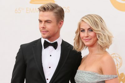 Julianne, Derek Hough to star in NBC holiday special