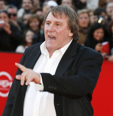 Russia grants French actor passport
