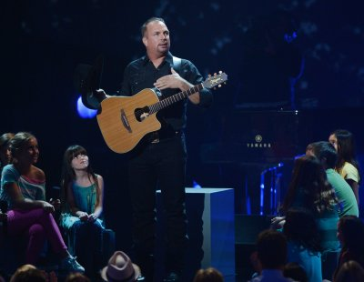 Garth Brooks launches digital music store GhostTunes