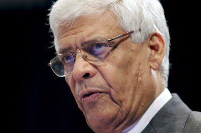 OPEC to maintain production target, oil prices fall