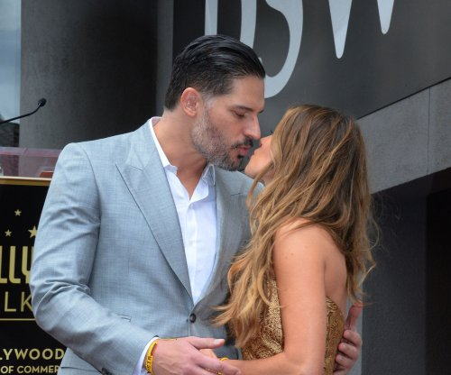 Sofia Vergara posts anniversary kiss with Joe Managaniello